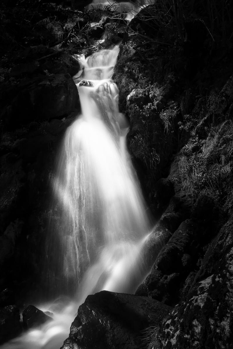 Guenièvre. Photographie d'une cascade